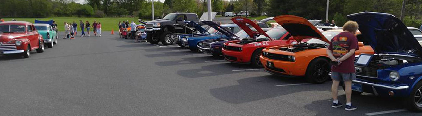 Mopar Madness of The Lehigh Valley Cruise Night