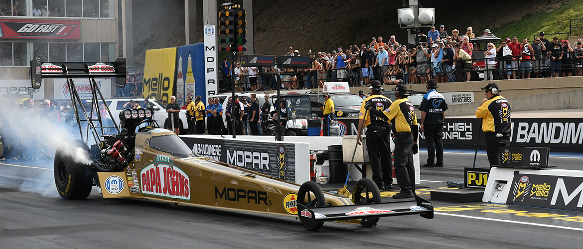 Top thrill dragsters racing at Mile High