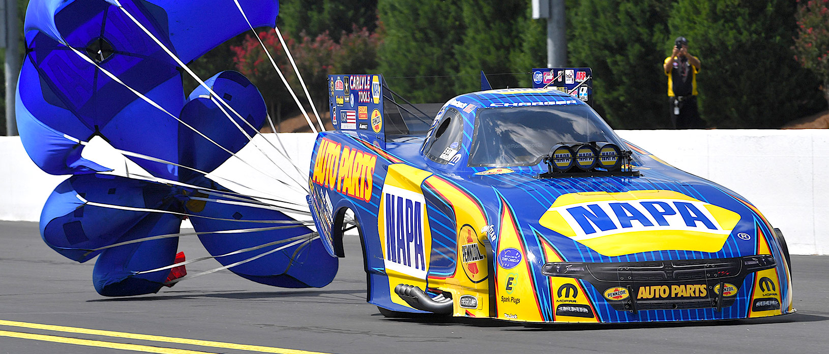Ready to Pull the Chutes – NHRA World Finals Preview