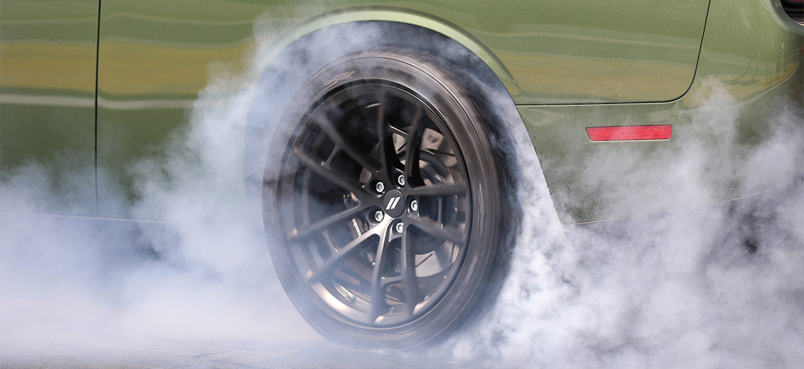 F8 Green 1320 Challenger Drag Pak wheel with smoke from burnout