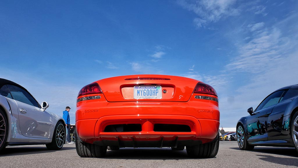 Back end of red Dodge Viper with the custom license plate MY600HP