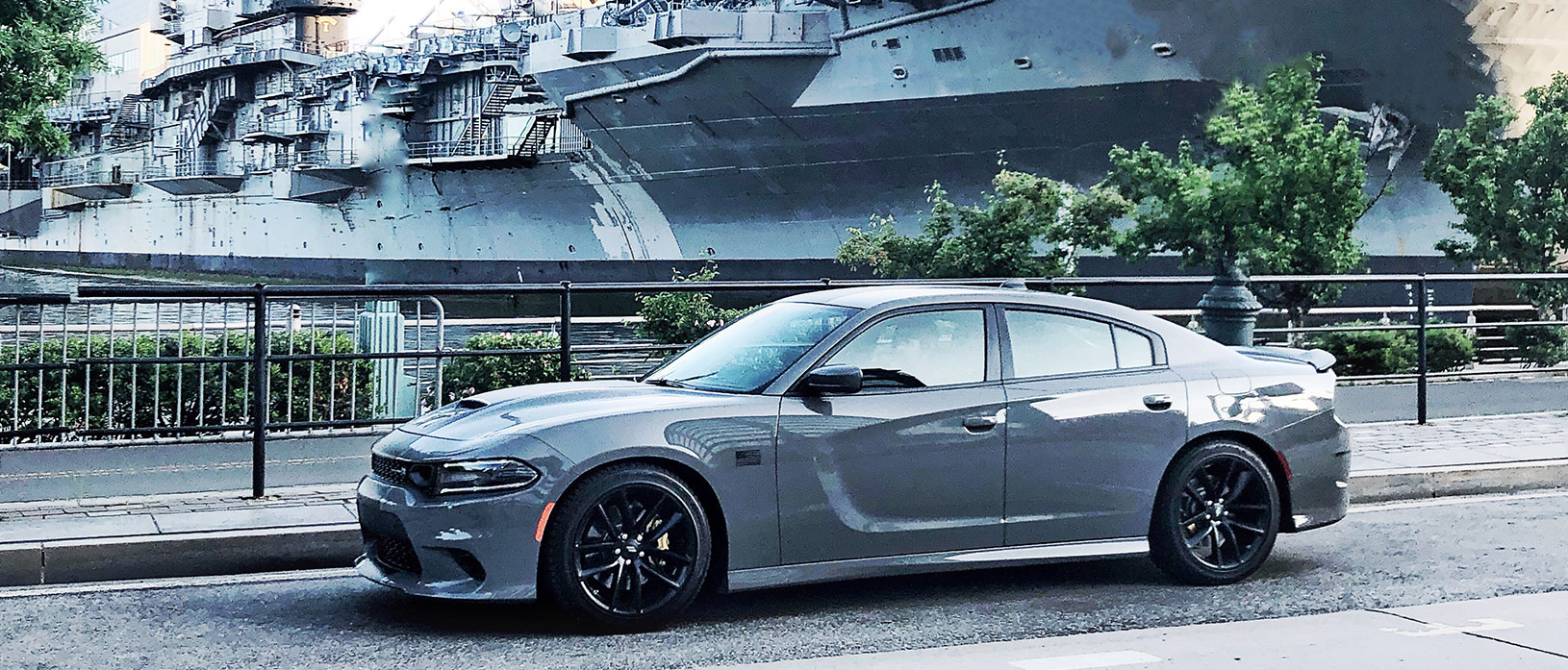 Destroyer Grey Charger infront of a Destroyer Grey ship.