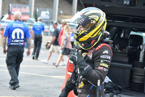 leah pritchett suiting up