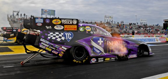"Beckman Takes Infinite Hero Dodge Charger SRT<sup>&reg;</sup> Hellcat to No.1 in Qualifying at ""Mopar<sub>&reg;</sub> Express Lane NHRA SpringNationals Presented by Pennzoil"""