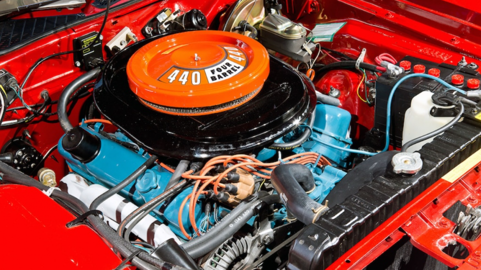 engine of 1972 Plymouth Road Runner GTX