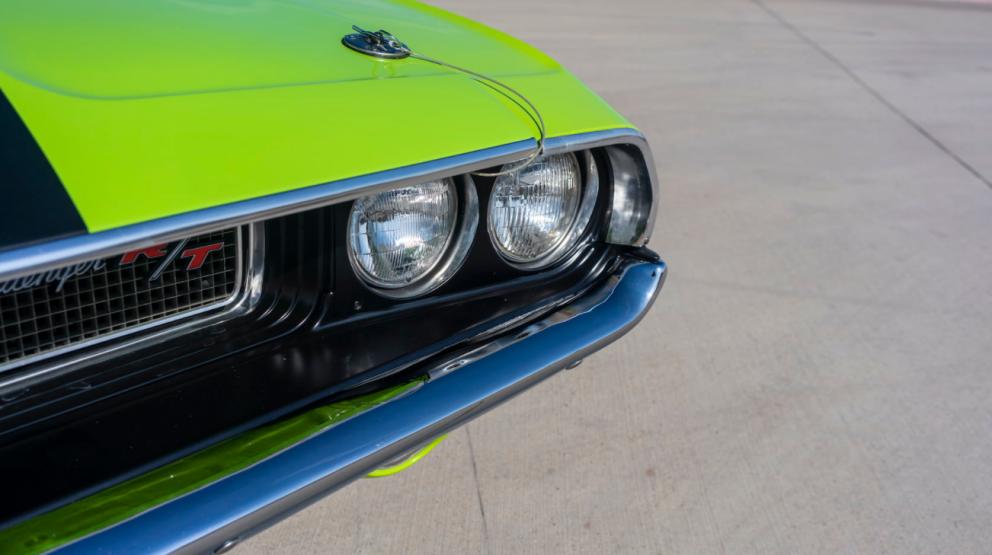 1970 Dodge HEMI Challenger R/T with black stripes