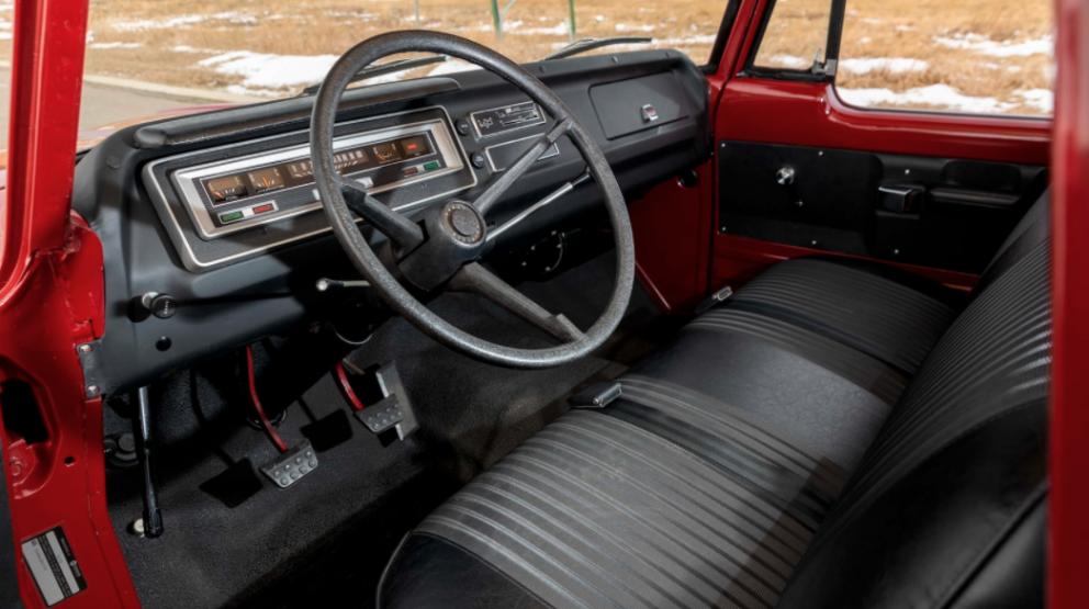 1971 Dodge D100 Sweptline Special Pickup interior