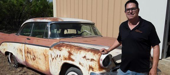Steve Magnante standing next to vintage car