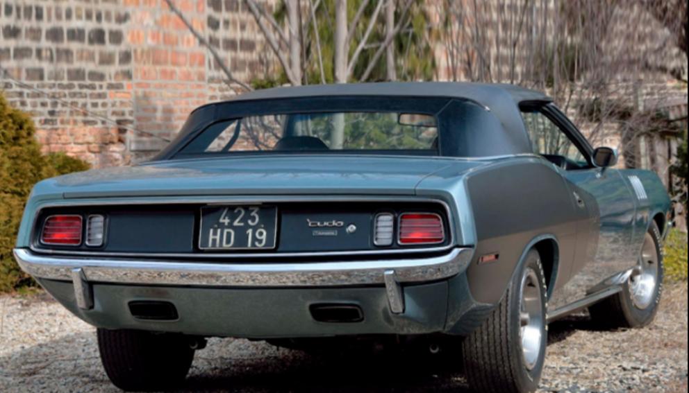 1971 Plymouth HEMI 'Cuda Convertible back end
