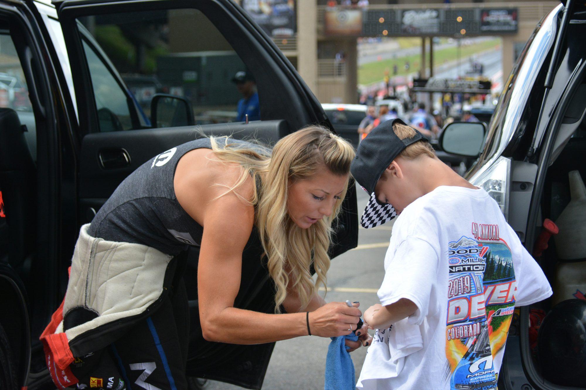Leah Pruett signing a shirt