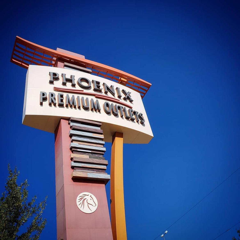Phoenix Premium Outlets sign