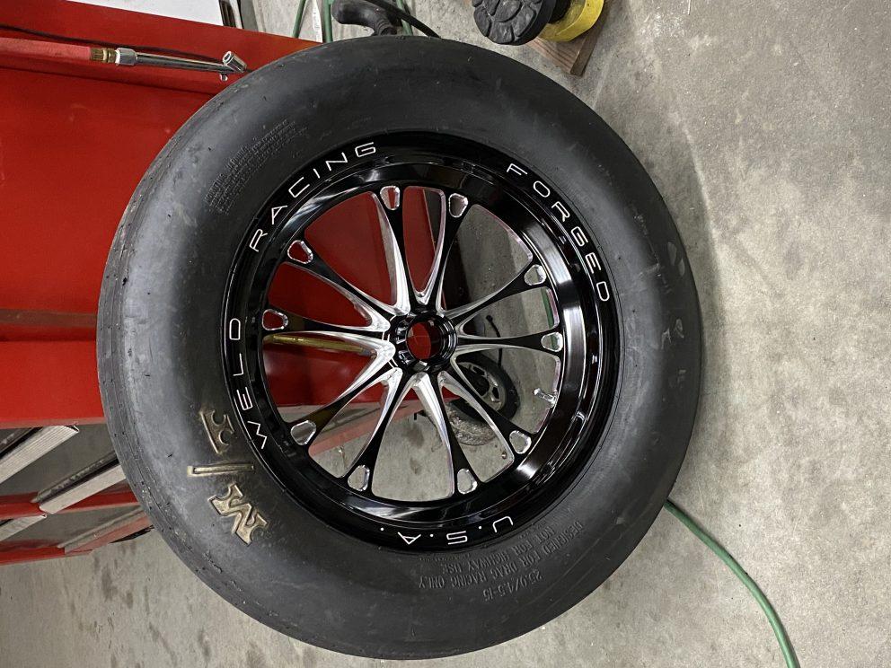 Dodge Challenger tire