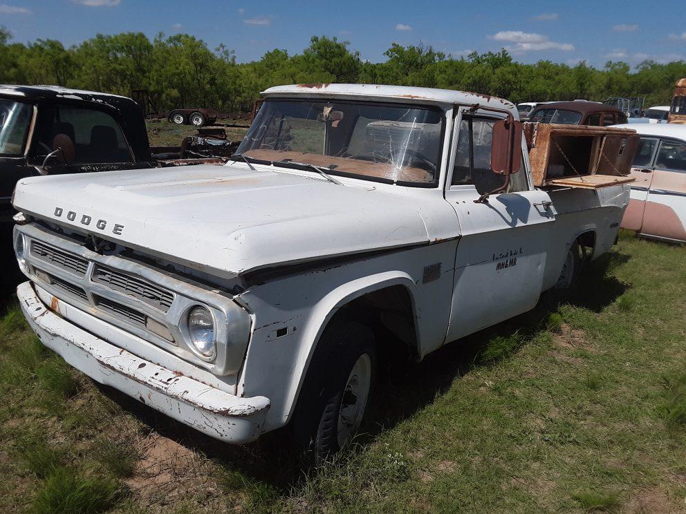 1970 Dodge D200 Pickup