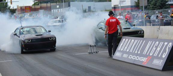 2 Dodge Challengers drag racing