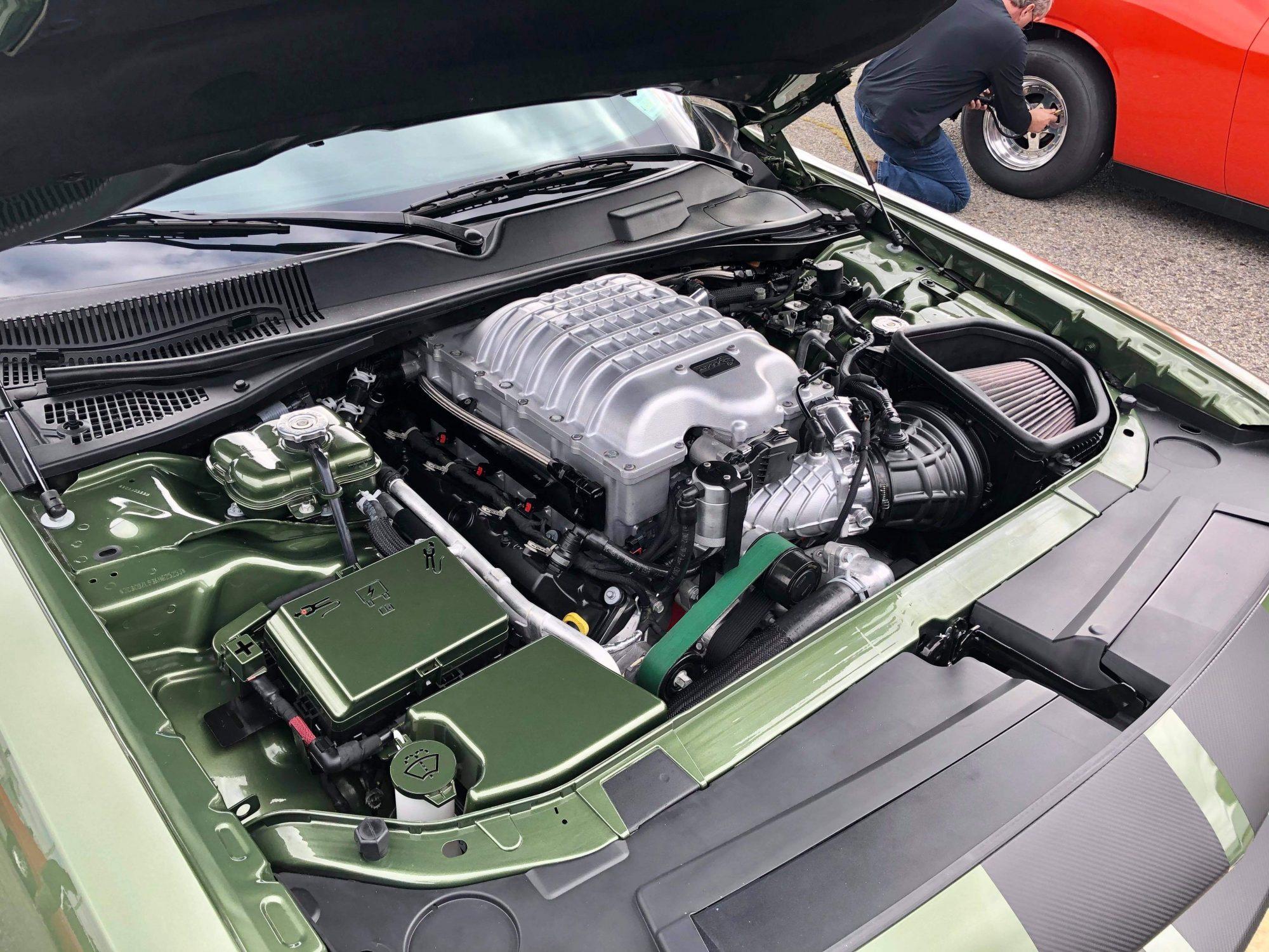 Dodge Challenger SRT Hellcat Redeye engine