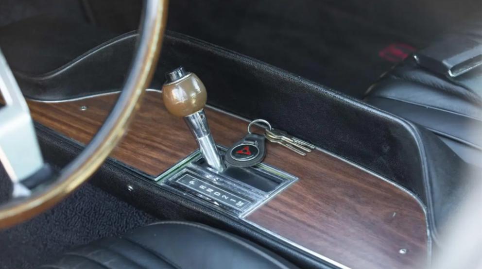 1970 Dodge Challenger R/T gear shift